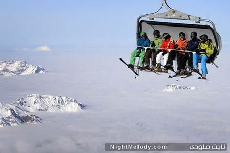 """تله سیژ سواری اسکی بازان بر فراز کوه های مه گرفته """" تیتلیس """" در سوییس"""