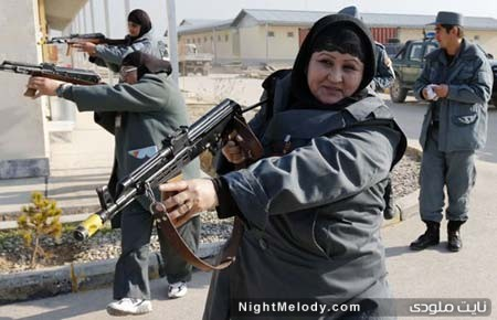 زنان پلیس افغان مشغول انجام مانور در مزار شریف