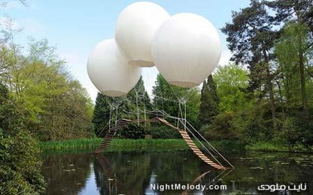 نمایش یک پل بالنی- فانتزی زیبا اثر یک هنرمند فرانسوی در تتون پارک در چشایر بریتانیا