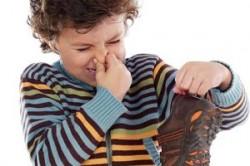 از بین بردن بوی بد کفش و پا