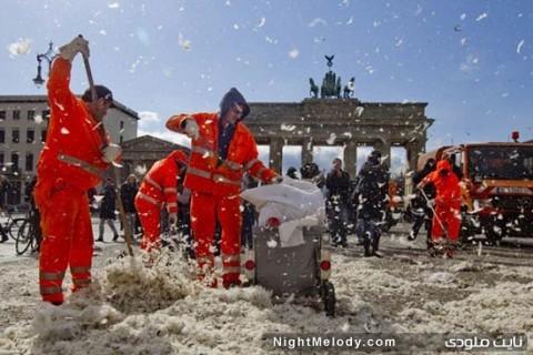 عکس روز جهانی جنگ با بالشت
