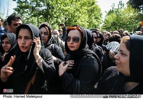 ماهایا پطروسیان در مراسم تشییع پیکر عسل بدیعی