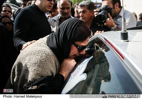 زهرا داودنژاد در مراسم تشییع پیکر عسل بدیعی