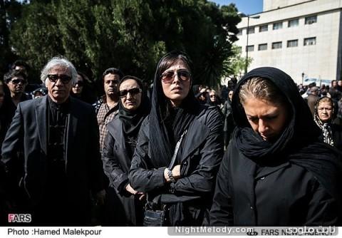 مهتاب کرامتی و مسعود رایگان در مراسم تشییع پیکر عسل بدیعی