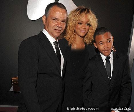 عکس ریحانا در کنار پدر و مادرش