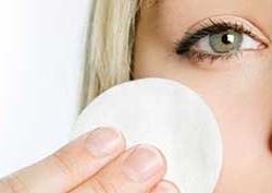 ar4 1697 250x177 پاک کننده طبیعی آرایش بسازید