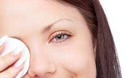 بیماری که ناشی از پاک نکردن آرایش چشم هاست