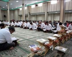"""""""دم دم سحری"""" و """"آبیبنوش"""" سنت دیرینه بوشهریها در ماه رمضان"""
