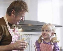 تاثیر کمک پدران در کارهای خانه روی موفقیت دختران!