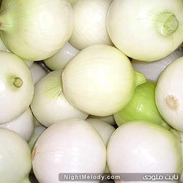 Fresh_Onion_and_Fresh_Peeled_Onion