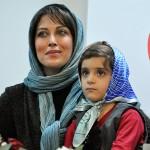 مهتاب کرامتی در میان کودکان نابینا