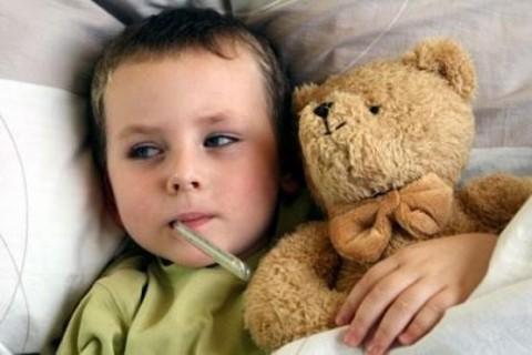 با کودکان سرماخورده چگونه باید رفتار کرد
