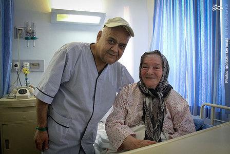 تصاویر عیادت هنرمندان از اکبر عبدی دز بیمارستان
