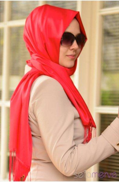 مدل های شال زنانه قرمز رنگ
