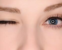 چرا پلک چشممان میپرد؟