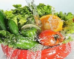 نحوه شستشوی سبزیجات و میوه ها با محلول های خانگی