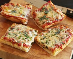 طرز تهیه پیتزا تک نفره با نان ساندویچی