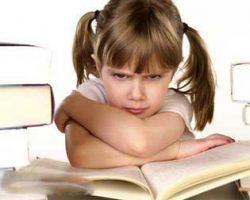 رفتار با کودک بد خلق چگونه باشد؟