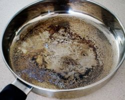 ظرف های سوخته را چگونه تمیز کنیم؟