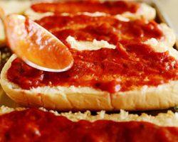 طرز تهیه انواع سس های مخصوص روی پیتزا