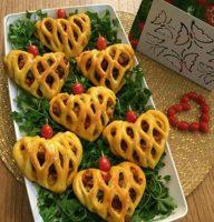 پیتزا پیراشکى قلبى با خمیر جادویى