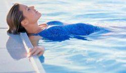شنا در دوران بارداری مفید است یا مضر؟