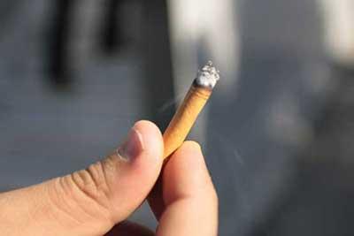 چطور با نوجوانمان که سیگاری شده، رفتار کنیم؟