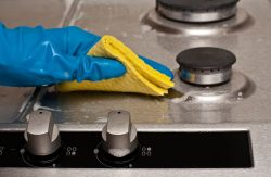 آموزش روشهایی برای تمیز کردن قطعات اجاق گاز
