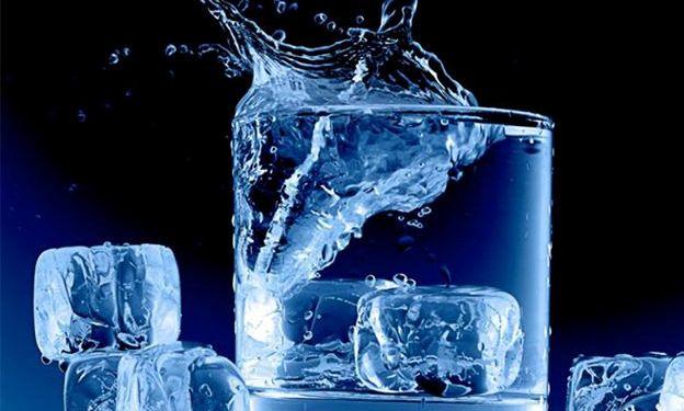 مراجع راجب آب خوردن روزه دار چه نظری دارند؟