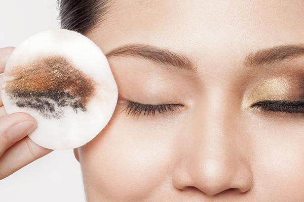 آرایش پاک کن های مناسب برای پوست ما کدامند؟