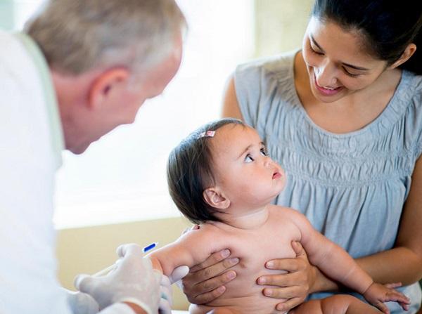 چگونه درد واکسن نوزادم را کاهش دهم؟