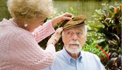 با یک بیمار آلزایمری چگونه رفتار کنیم؟