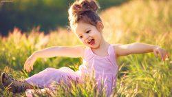 چگونه دختری شاد و قوی تربیت کنیم؟