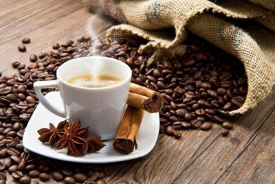 دم کردن قهوه حرفه ای برای عصرهای پاییزی