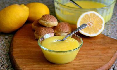 دسر زرده تخم مرغ با شربت میوه