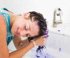چگونه رنگ مو را از روی پوستمان پاک کنیم؟