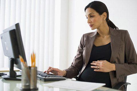 دوران بارداری در زنان کارمند چگونه می گذرد؟