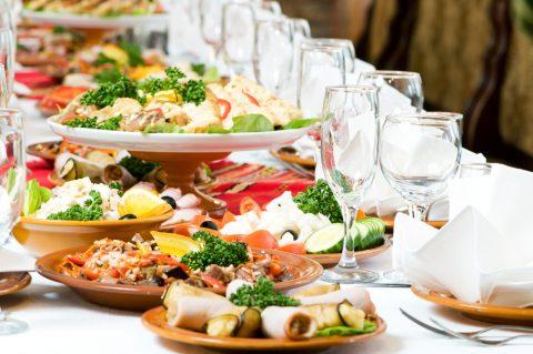 چیدمان میز شام مهمانی به سبک اروپایی ها